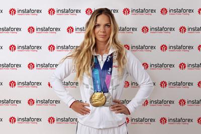 Yúliya Efimova, campeona mundial de natación en seis ocasiones, se une con InstaForex justo antes de los Juegos Olímpicos