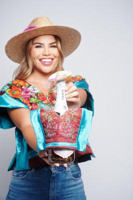 Korbel Sweet Rosé se une a la estrella de reality shows Fernanda Flores en una colección de moda de botellas para celebrar el Mes de la Herencia Hispana