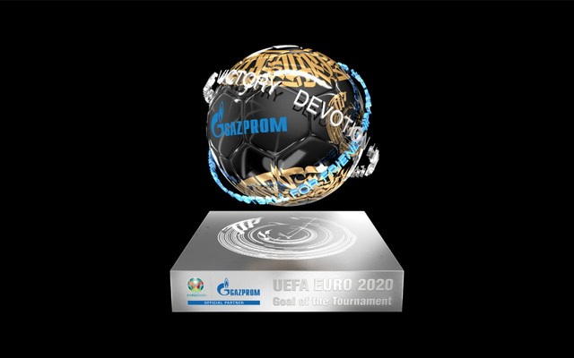 Primer Trofeo NFT al Gol del Torneo de la UEFA EURO 2020 entregado a Patrik Schick