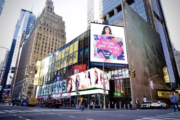 Carlos Ponce, Tania Medina, Karina Banda, Ingrid Macher y Pablo García cierran en Times Square campaña contra el cáncer de mama
