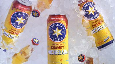 Estrella Jalisco y Sofía Reyes presentan la nueva Tropical Chamoy Michelada