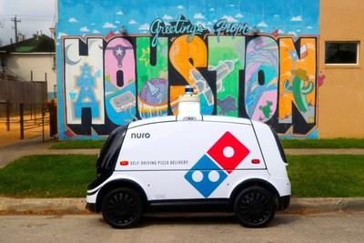 Domino's® y Nuro Lanzan Entrega Autónoma de Pizza con Robot Transitando por las Calles