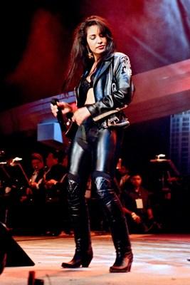 Se conmemora el 50.� cumplea�os de Selena por medio de una adquisici�n de fotos de la cantante