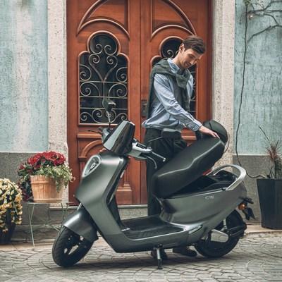 Yadea impulsa los viajes ecológicos esta temporada con la elegante motocicleta eléctrica C1S